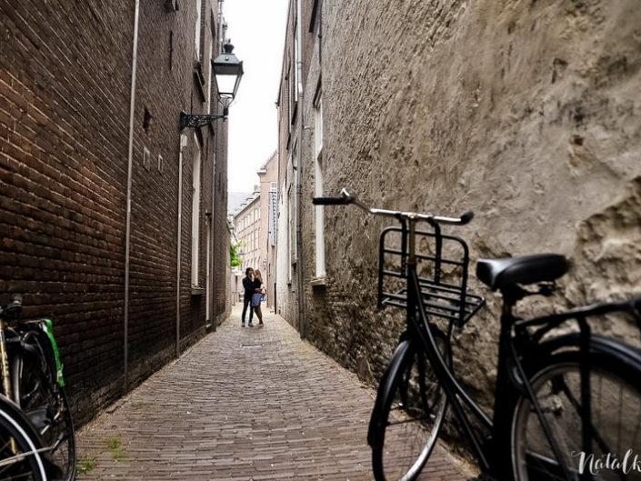 Love story, Голландия, Старый Город, молодая пара, лав стори,, велосипед, велик, узкая улица